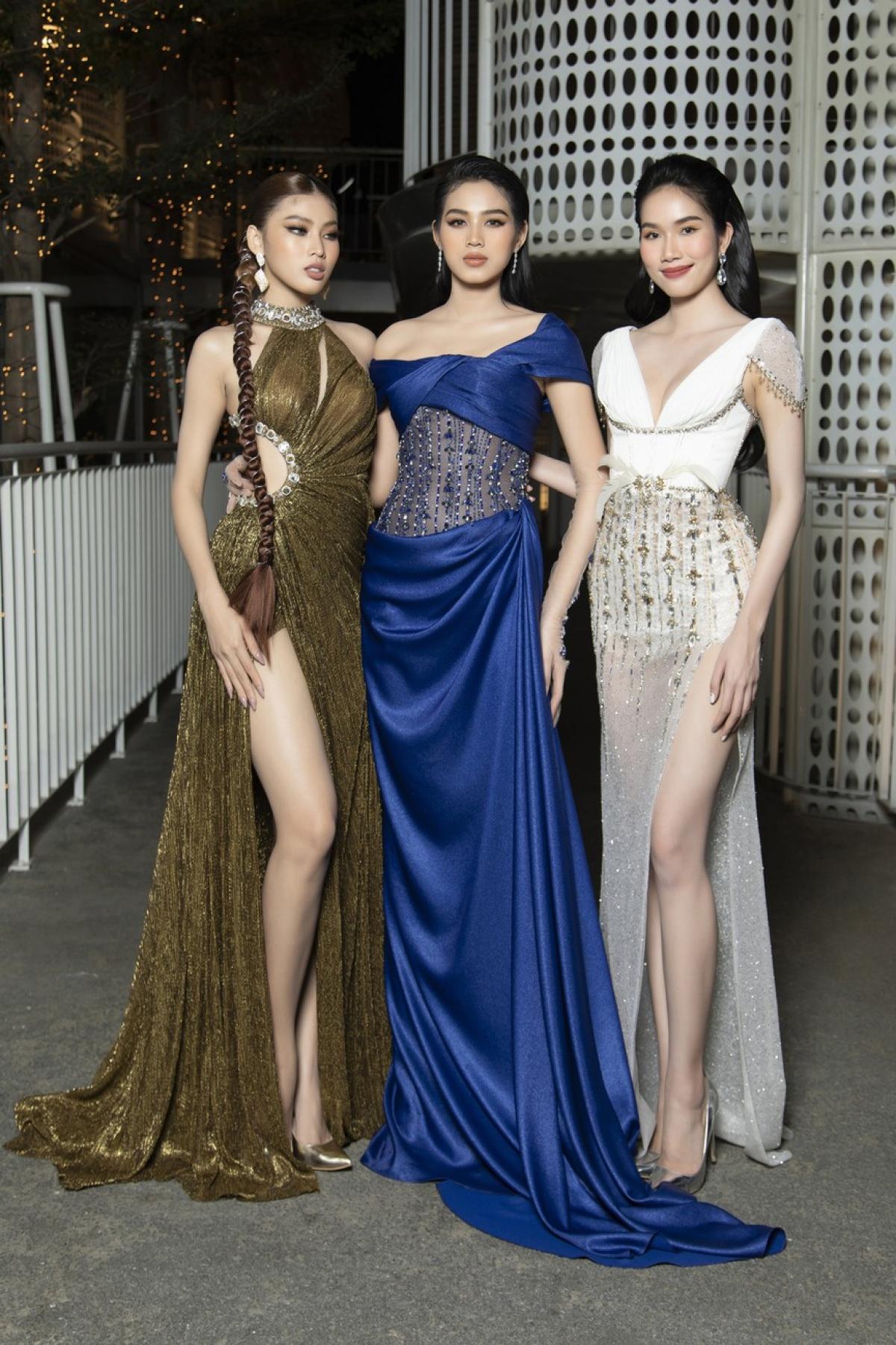 Tối 19/1, Top 3 Hoa hậu Việt Nam 2020 xuất hiện lộng lẫy và quyến rũ khi tham dự một lễ trao giải tại TP. HCM.