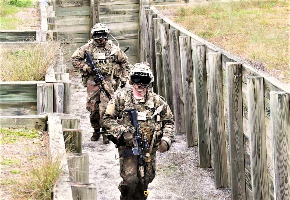Kính IVAS cho phép người lính có thể nhìn địa hình dưới dạng 3D, trong bóng tối, qua khói; Nguồn: abcnews.go.com