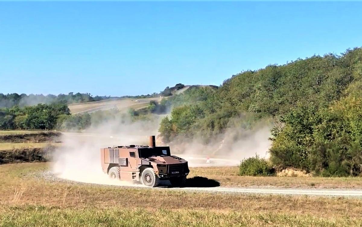 Xe bọc thép hạng nhẹ đa năng SERVAL trong một buổi thử nghiệm; Nguồn: strategic-bureau.com