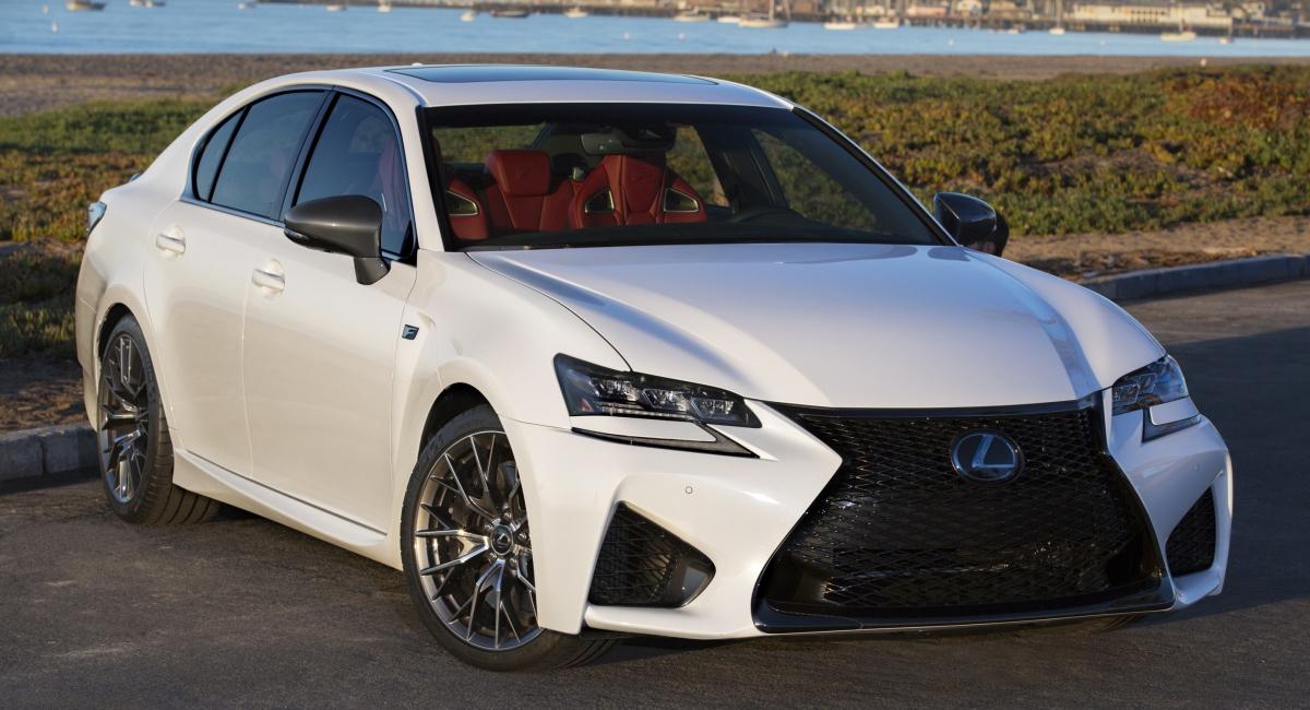 Mặc dù Lexus GS không quá thú vị, nhưng đây là mẫu xe sang trọng thoải mái, rộng rãi. Tuy nhiên, những gì mọi người nhớ tới mẫu GS đó chính là phiên bản hiệu suất cao - GS F. Mẫu GS F đã sử dụng động cơ V8 hút khí tự nhiên trong khi các đối thủ của nó chuyển sang cảm ứng cưỡng bức. Mặc dù tạo ra ít sức mạnh hơn so với các đối thủ Đức, Lexus đã dám làm điều gì đó khác với thông thường. Họ hiểu rằng không phải lúc nào hiệu suất cũng là tất cả; đôi khi đó là về trải nghiệm tổng thể khi lái xe và ở đó, GS đã tỏa sáng. Với mong muốn nhường chỗ cho ES nhỏ hơn và bán chạy hơn, chiếc GS có thể sẽ khiến nhiều người nuối tiếc.