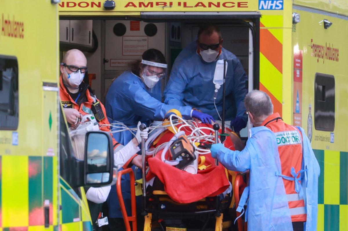 Một xe cấp cứu tại London, Anh.