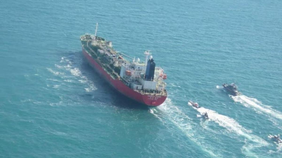 Tàu Hankuk Chemi treo cờ Hàn Quốc đã bị phía Iran bắt giữ hôm 4/1. Nguồn: Reuters