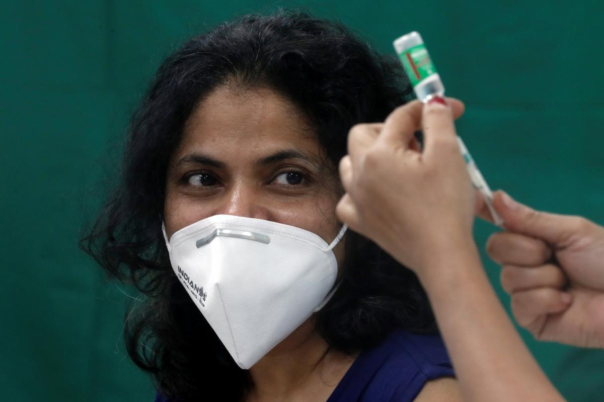 Chiến dịch tiêm vaccine Covid-19 tại Mumbai, Ấn Độ. Nguồn: Reuters