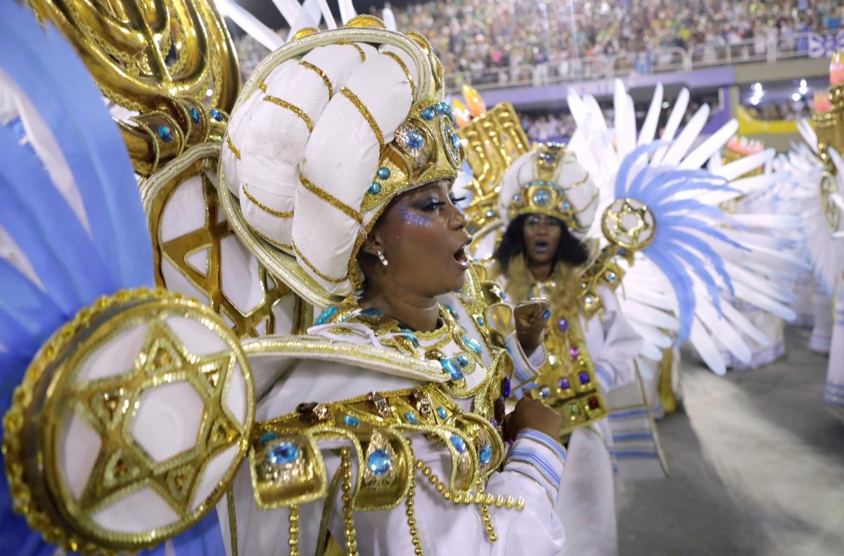 Vũ công samba biểu diễn trong lễ hội Carnival Rio de Janeiro, hồi tháng 2 năm ngoái. Nguồn: Reuters