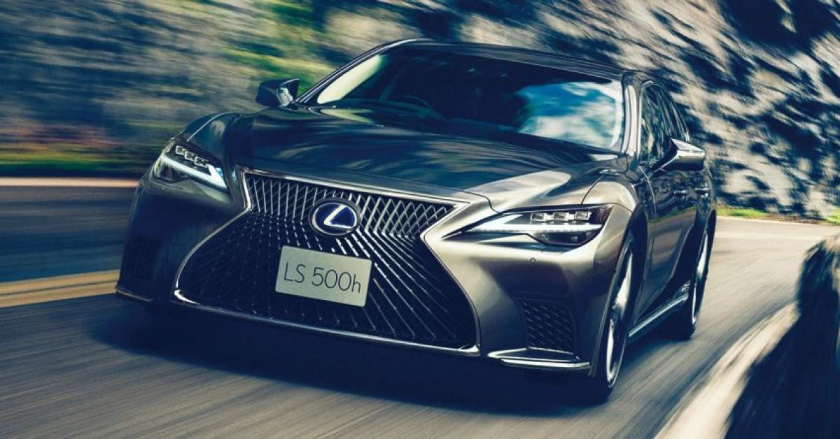 Một tính năng lớn không xuất hiện trên phiên bản LS Úc là hệ thống hỗ trợ người lái tiên tiến Lexus Teammate. Như đã trình bày trong những bản trình diễn công nghệ trước đây, hệ thống này về cơ bản cung cấp khả năng lái xe tự động ở mức độ cao trên đường cao tốc và những đoạn đường khác mà hệ thống hỗ trợ từ khi vào cho đến khi ra. Điều này về cơ bản cho phép xe kiểm soát ga, phanh và vô lăng nhưng chưa được công nhận là tự động cấp độ 3./.