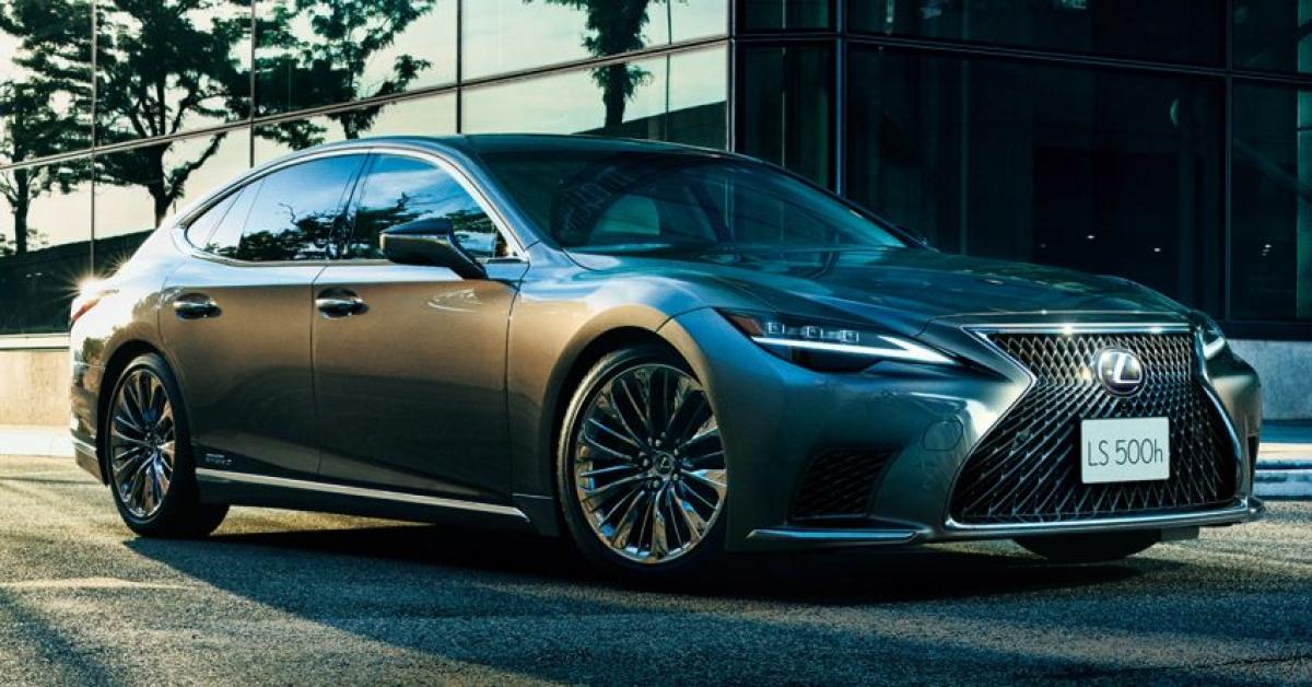 Lexus LS 500 2021 tại Úc gồm 4phiên bản bao gồm: LS 500 F Sport, LS 500h F Sport, LS 500 Sports Luxury và LS 500h Sports Luxury trong đó 2 phiên bản LS 500 F Sport và LS 500h F Sport có cùng mức giá 195.953 AUD (tương đương 4,5 tỷ đồng) trong khi đó LS 500 Sports Luxury và LS 500h Sports Luxury có mức giá bán lẻ là 201.078 AUD (tương đương 4,64 tỷ đồng).