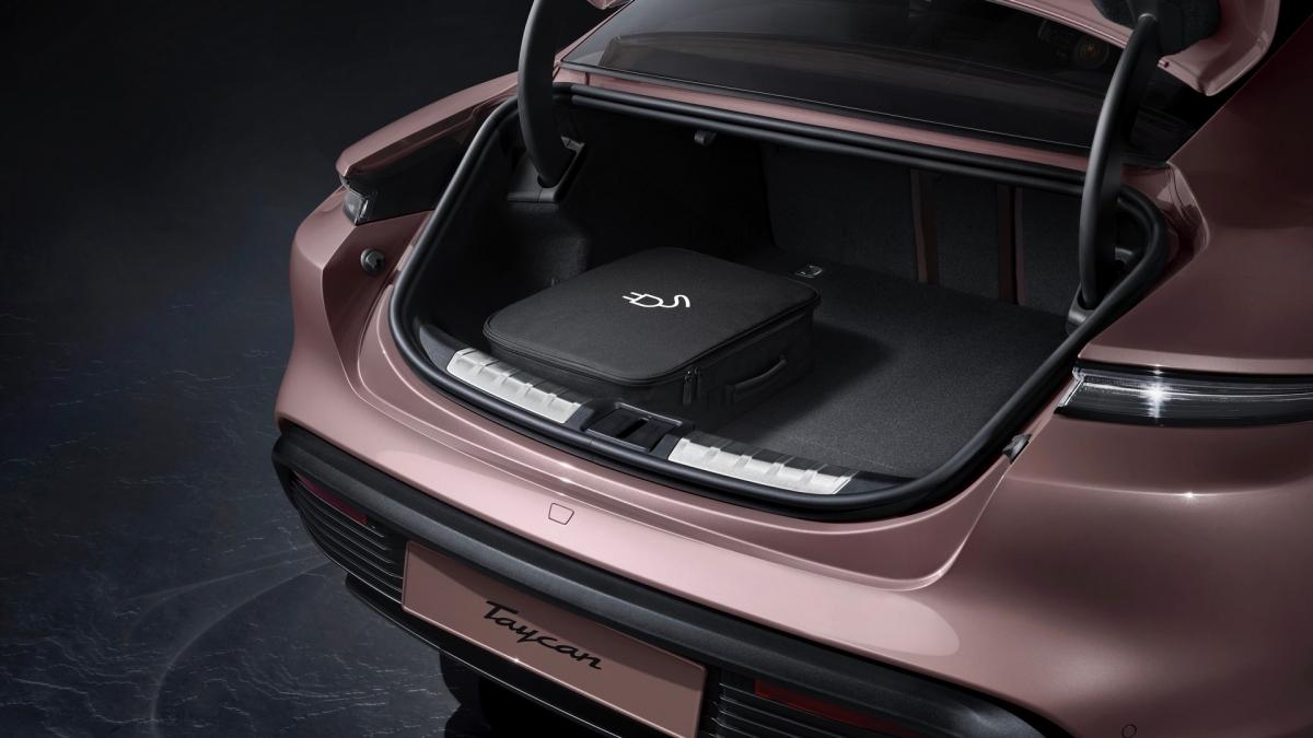 Hiện tại, Porsche đã cho phép đặt hàng Taycan tiêu chuẩn thông qua các đại lý của hãng trên khắp thế giới. Với khách hàng tại Mỹ, khi mua xe, họ sẽ được khuyến mãi thêm 3 năm sạc điện miễn phí tại các trạm sạc của Electrify America./.