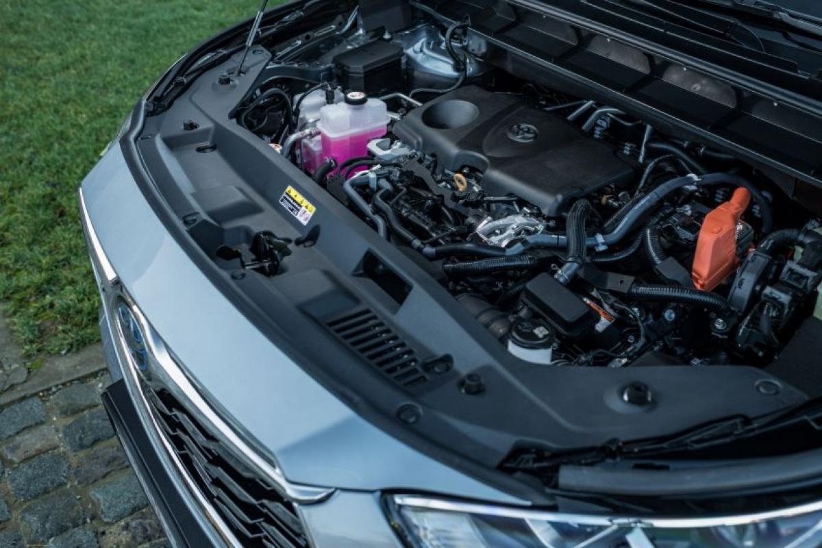 Hệ thống truyền động bao gồm động cơ xăng 4 xi lanh hút khí tự nhiên 2.5 L A25A-FXS sản sinh công suất 187 mã lực tại vòng quay 6.000 vòng/phút và mô men xoắn 239 Nm tại vòng quay từ 4.300 vòng/phút đến 4.500 vòng/phút.