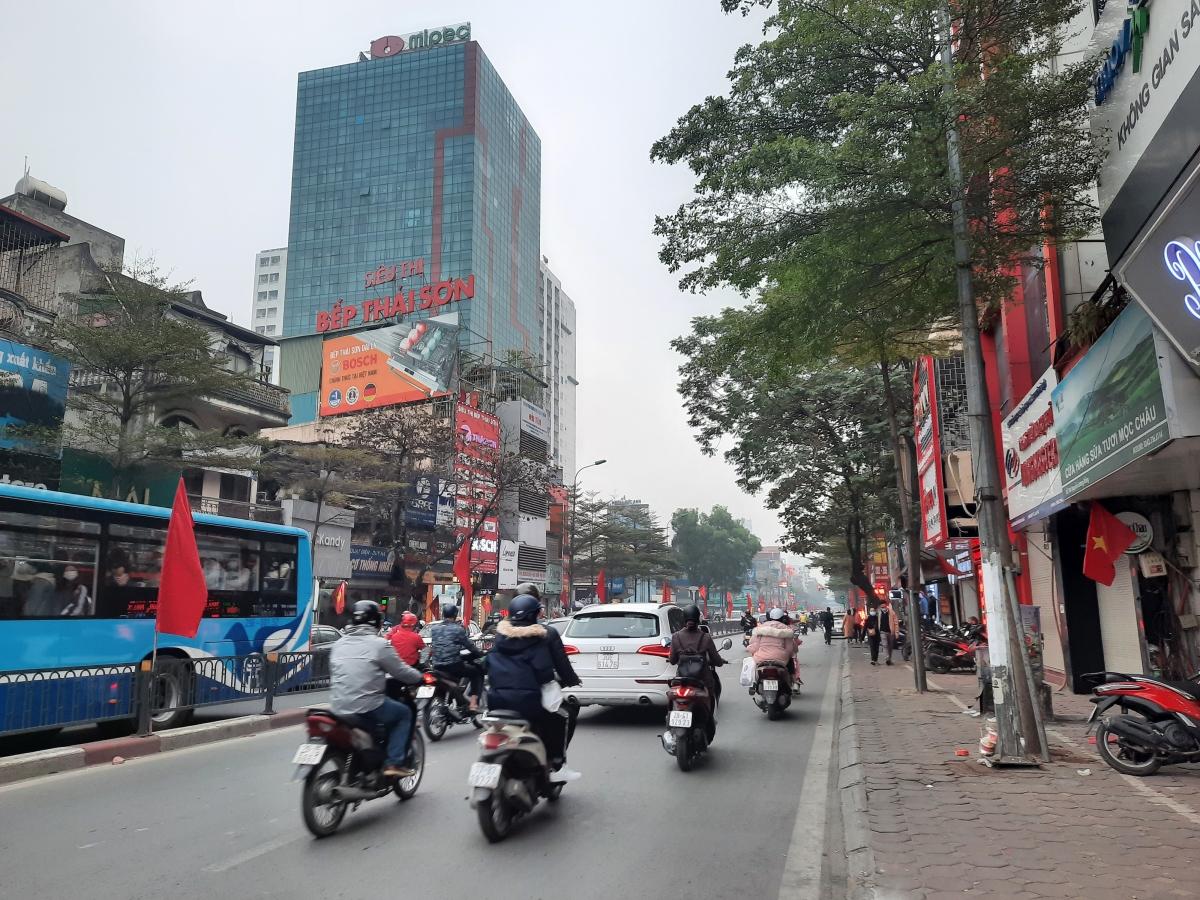Trên phố Nguyễn Lương Bằng.