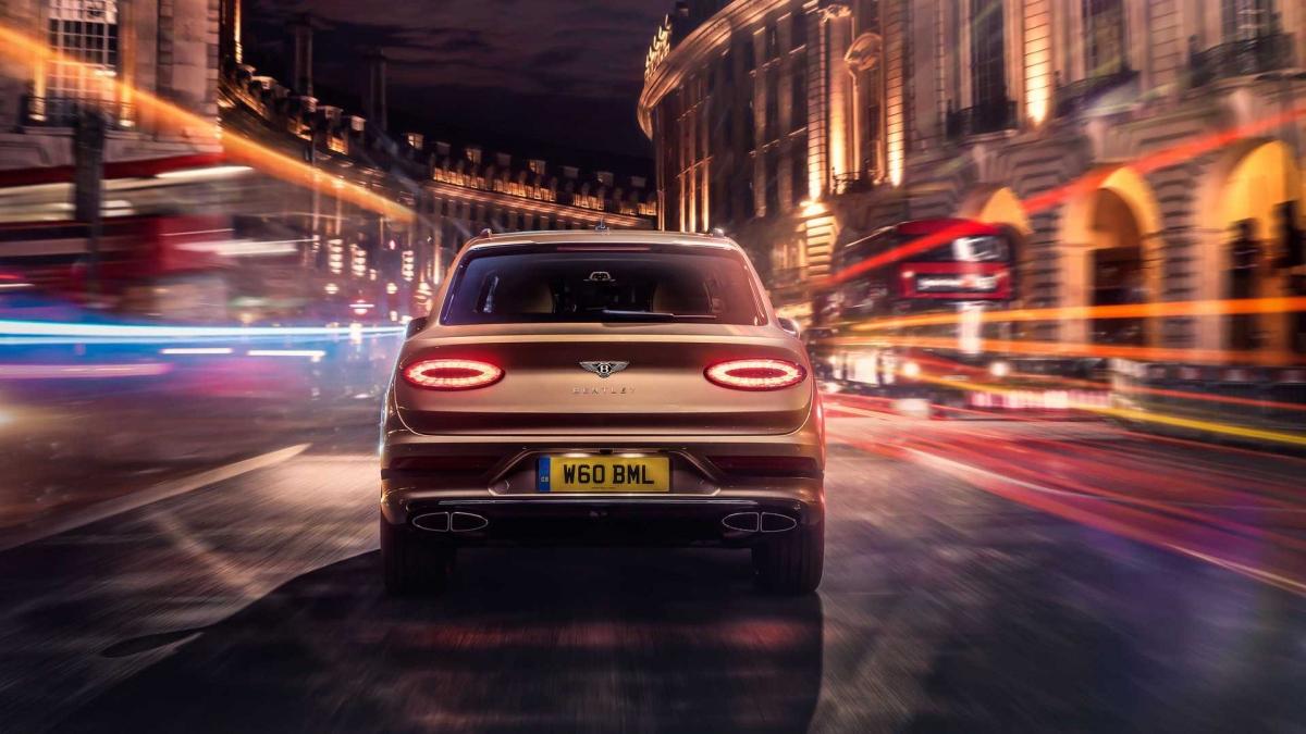Theo công bố của Bentley, chủ nhân của những chiếc Bentayga Hybrid trước đây thường có thói quen sử dụng chiếc xe ở chế độ hybrid trong phần lớn thời gian đi lại ở quãng đường dưới 45 km.