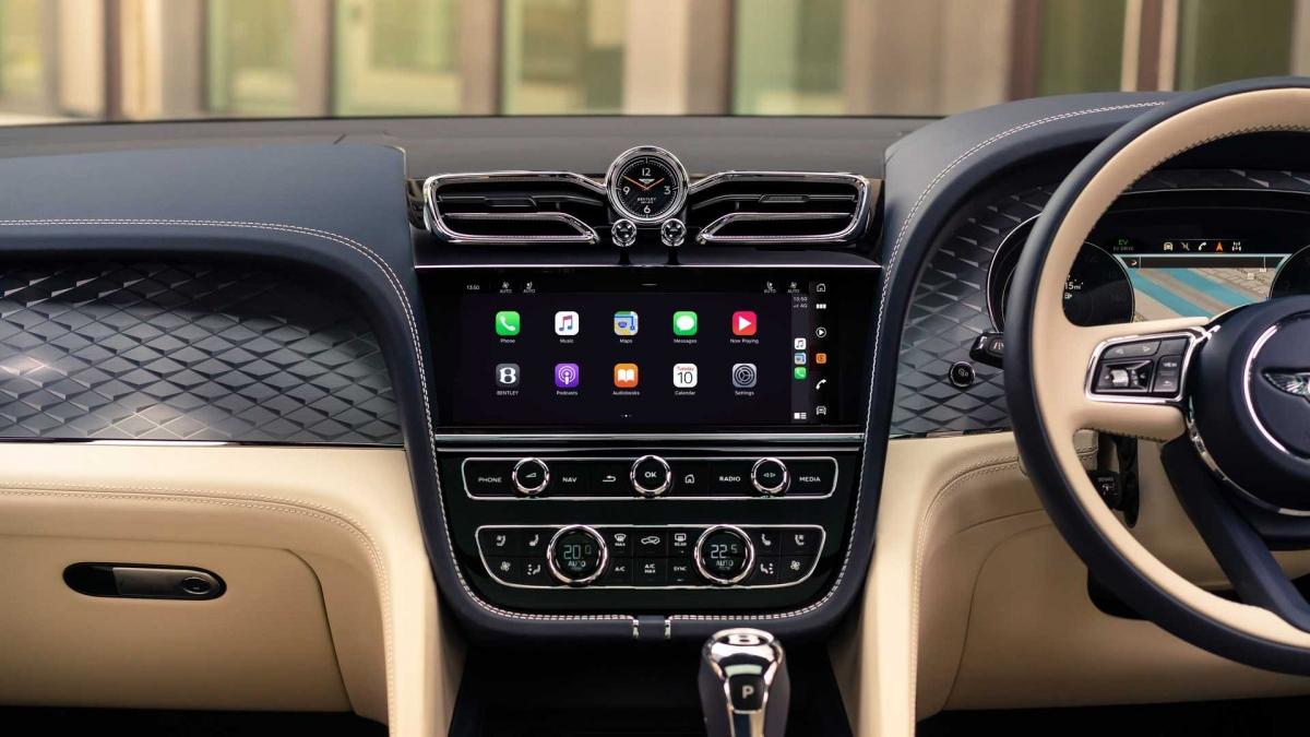 Gói nâng cấp Mulliner Driving Specification khi được trang bị sẽ cung cấp thêm họa tiết khâu mới cũng như chỉ khâu micro. Ghế ngồi phía sau giờ đây sẽ có thêm tùy chọn sấy ghế ở cấu hình năm chỗ ngồi.