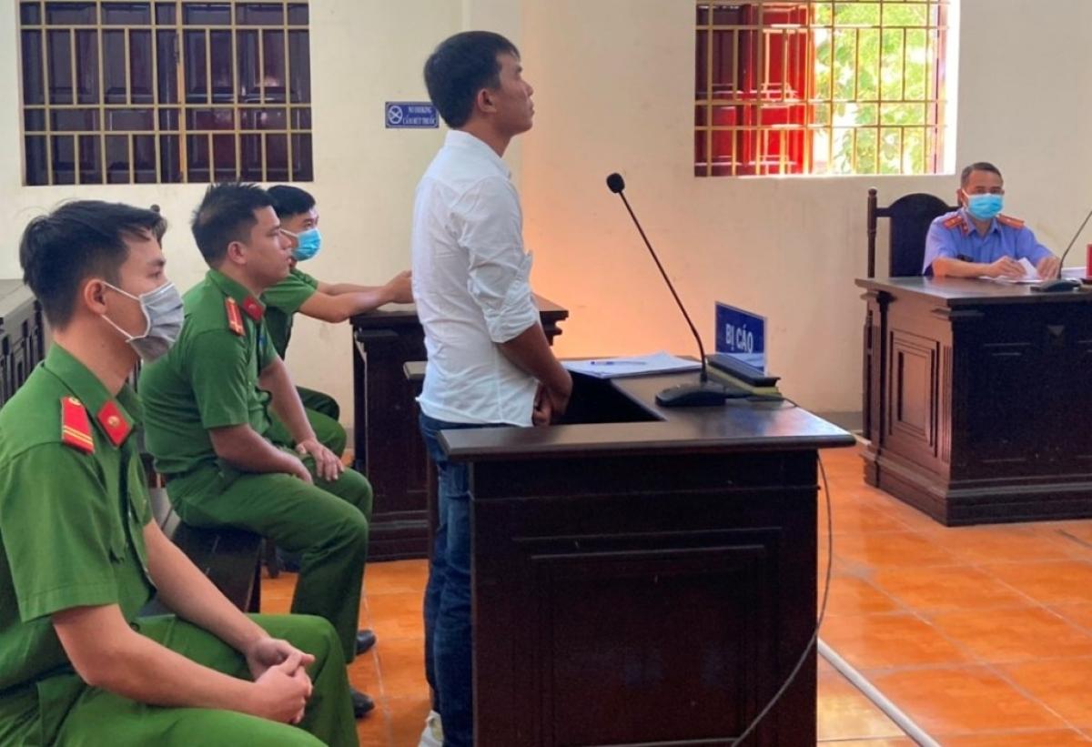 Bị cáo Nguyễn Văn Nhanh lãnh 1 năm tù về tội làm nhục người khác.