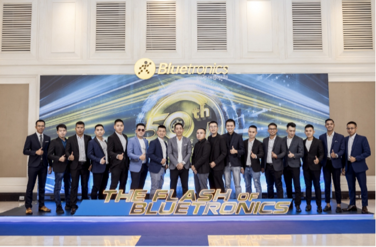 Đội ngũ vận hành Bluetronics tại Campuchia của Thế Giới Di Động