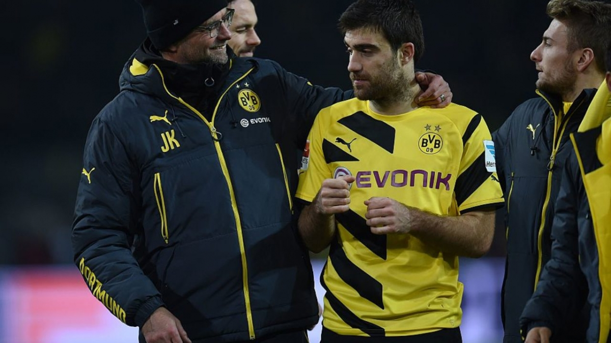 """Trung vệ người Hy Lạp từng là học trò cưng của HLV Jurgen Klopp tại Dortmund và được xem là phương án """"chữa cháy"""" khả thi nhất cho Liverpool ở thời điểm hiện tại."""
