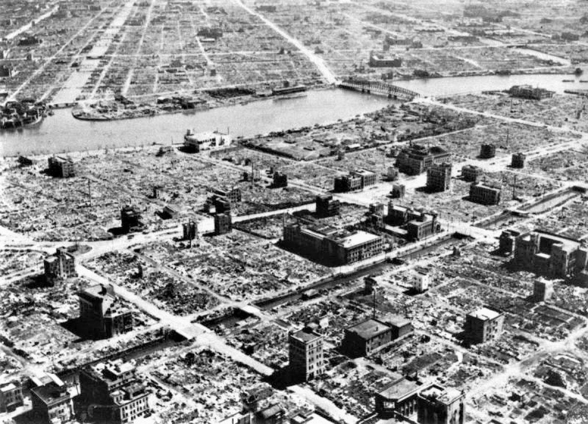Khu dân cư Nhật Bản bị bom cháy Mỹ thiêu rụi; Nguồn: topwar.ru