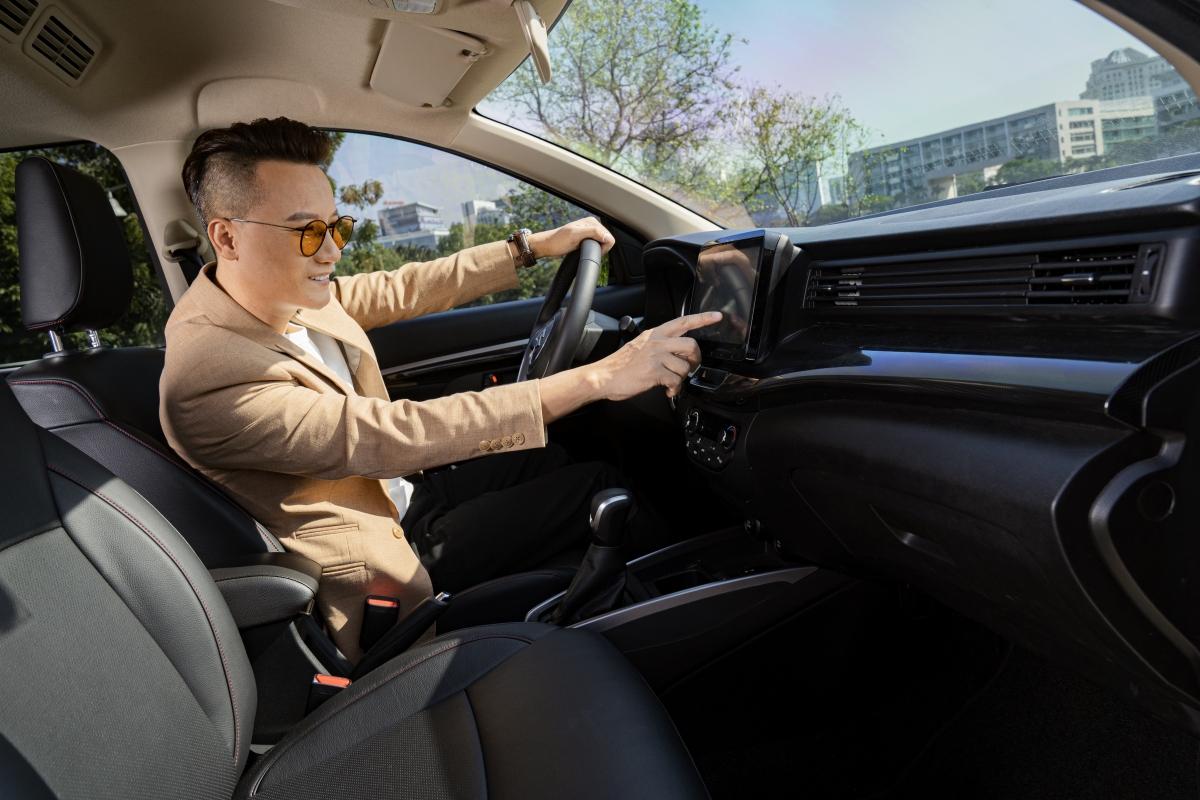 Những trang bị tiện nghi hiện đại trên XL7 giúp người dùng tận hưởng hành trình thoải mái, dễ chịu hơn.