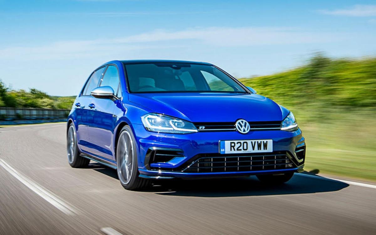 Volkswagen Golf R – 249,55 km/h: Đây là chiếc xe nhanh nhất của VW khi mà nó có cùng vận tốc tối đa như chiếc Clubsport nhưng có thời gian tăng tốc ấn tượng hơn là 4,7 giây so với 5,6 giây khi đạt vận tốc 100 km/h.