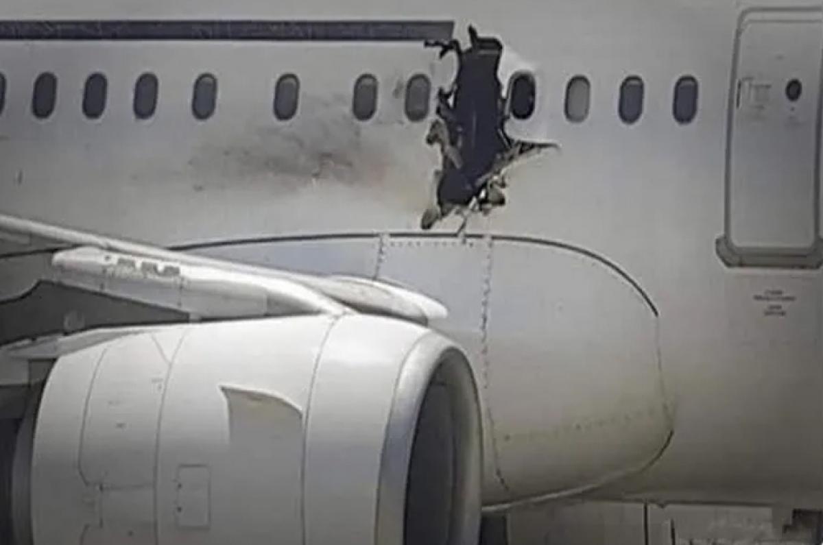 Vào năm 2016, một kẻ đánh bom liều chết cài chất nổ trong máy tính xách tay của mình đã lên một chuyến bay của hãng hàng không Daallo Airlines, với ý định làm nổ tung chiếc máy bay. Hai mươi phút sau khi máy bay cất cánh, chất nổ làm thủng một lỗ trên máy bay, và ngay lập tức hút tên tội phạm ra ngoài không trung. Đáng buồn là tên khủng bố lại là nạn nhân tử vong duy nhất.