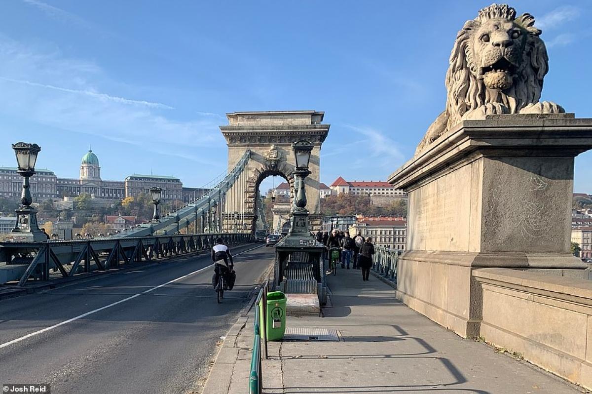 Josh Reid tại Budapest, Hungary.