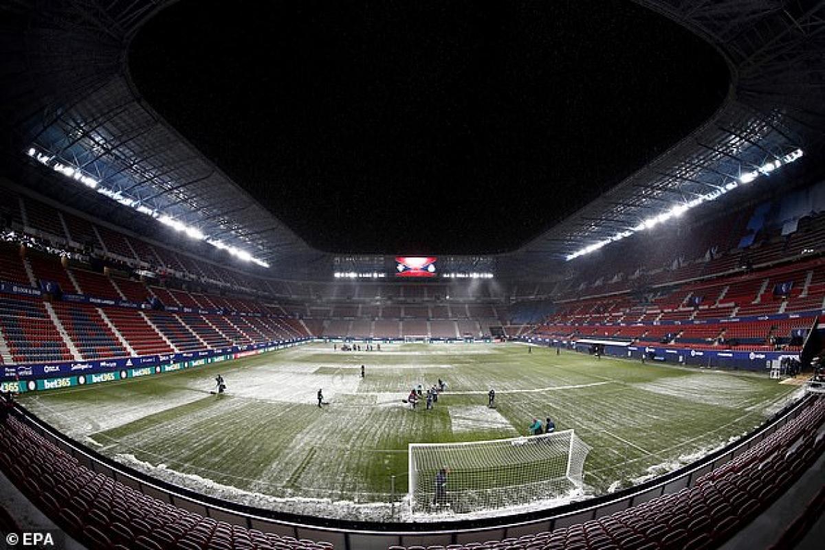 Sân El Sadar trước giờ bóng lăn. (Ảnh: EPA)