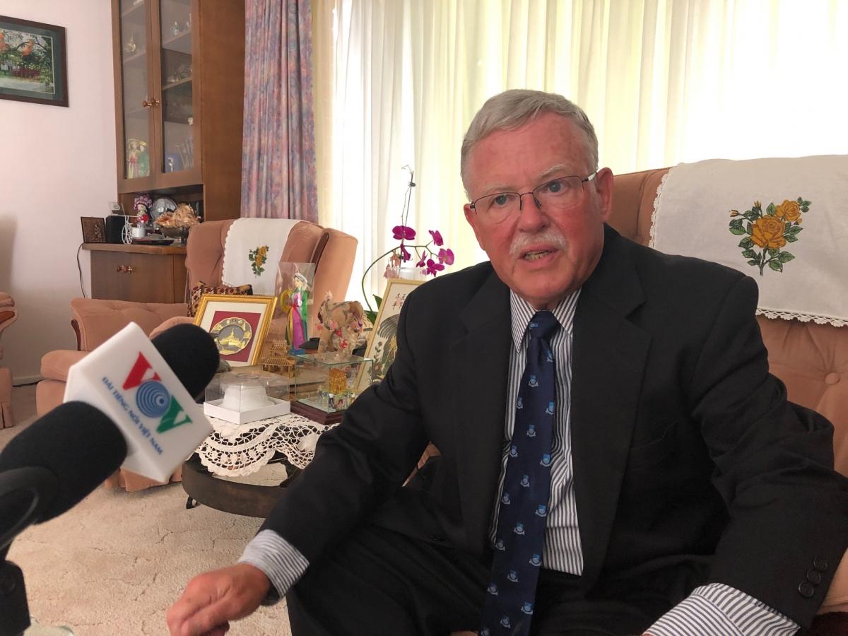 Giáo sư Carl Thayerthuộc Học viện Quốc phòng Australia.