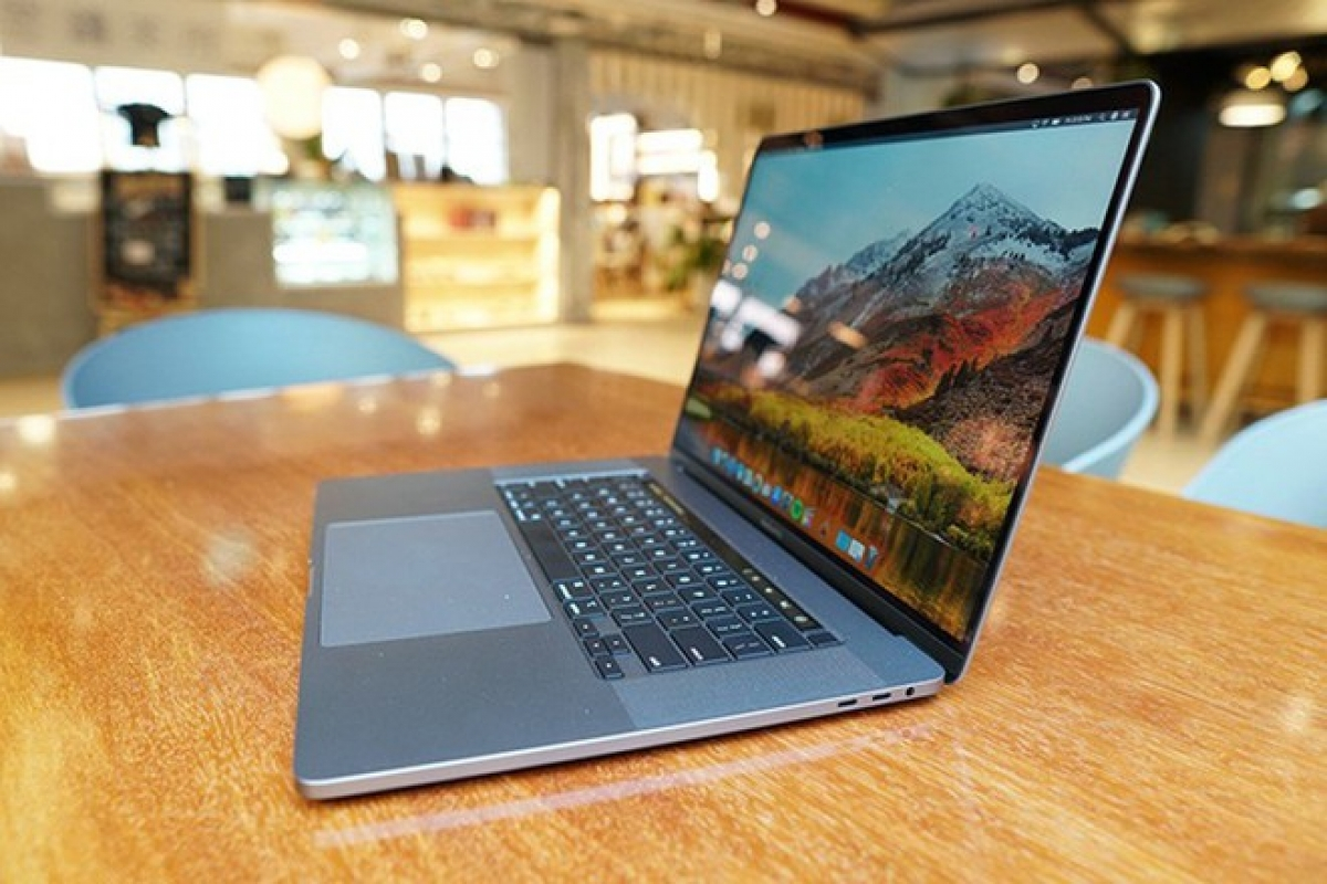 Apple xác nhận sự cố sạc pin trên MacBook Pro và đang tiến hành sửa lỗi. (Ảnh: AFP)