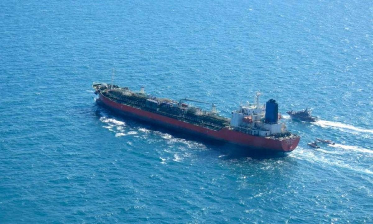 Tàu hàng Hankuk Chemi bị tàu tuần tra Iran áp sát hôm 4/1. Ảnh:Tasnim News.