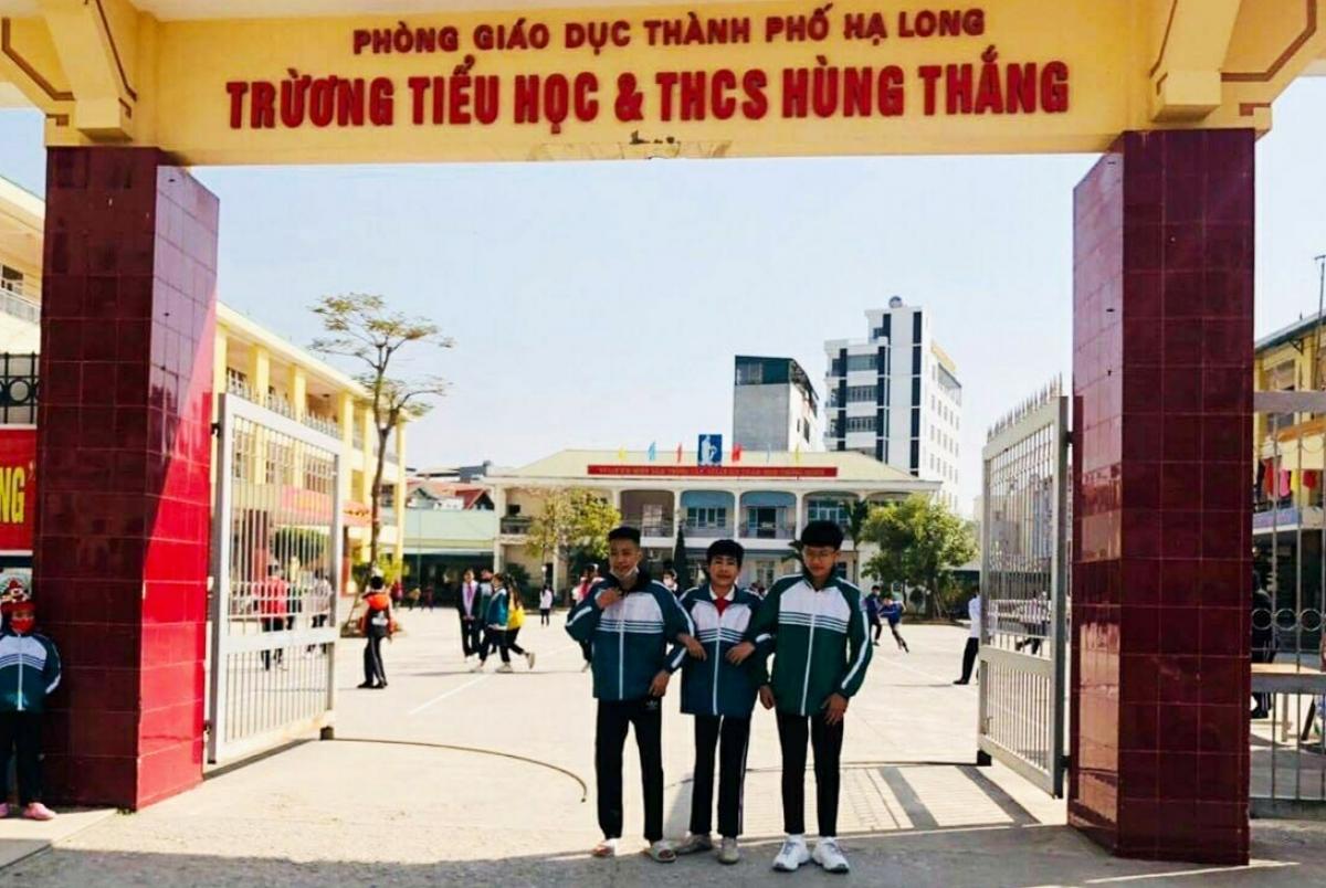 3 học sinh lớp 9B, Trường TH&THCS Hùng Thắng nhặt được tiền trả lại người đánh rơi.