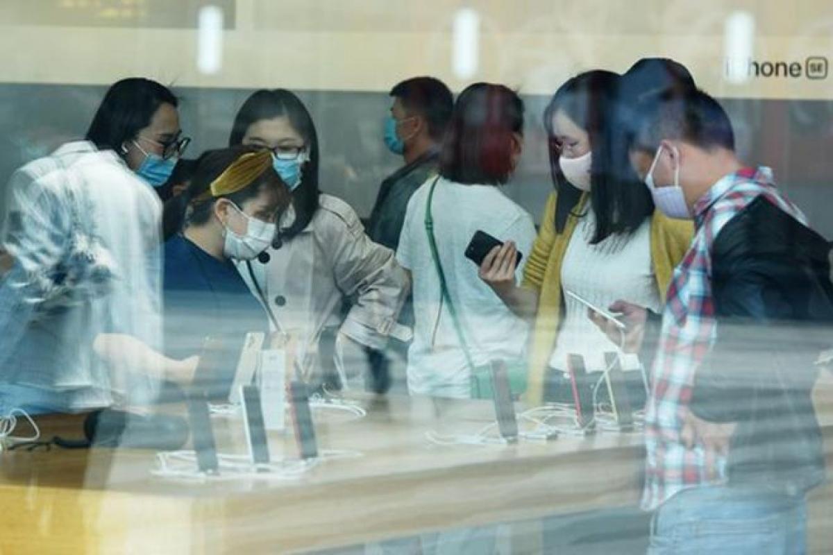 Phiên bản màn hình lớn hơn của iPhone SE sẽ ra mắt trong năm nay -Ảnh: AFP