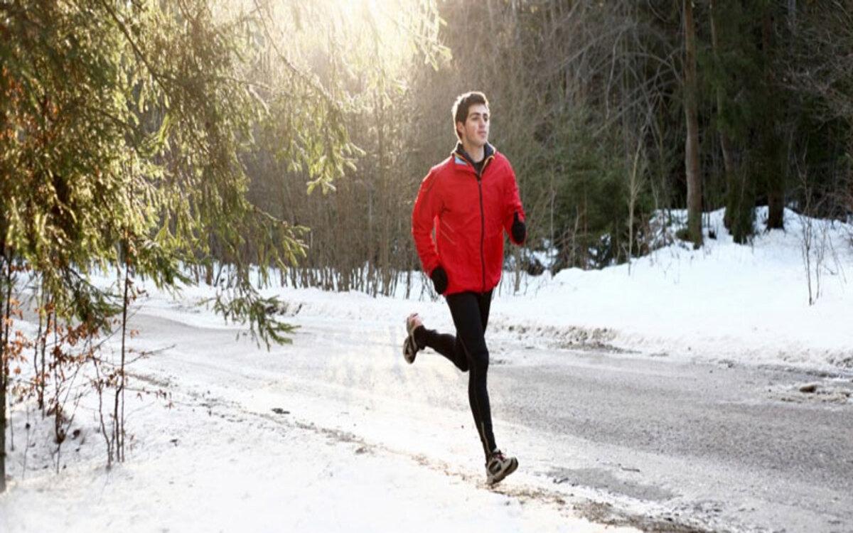 Tập luyện quá sức: Tập luyện với cường độ mạnh, ép cơ thể phải hoạt động quá sức dẫn đến mệt mỏi, chấn thương...