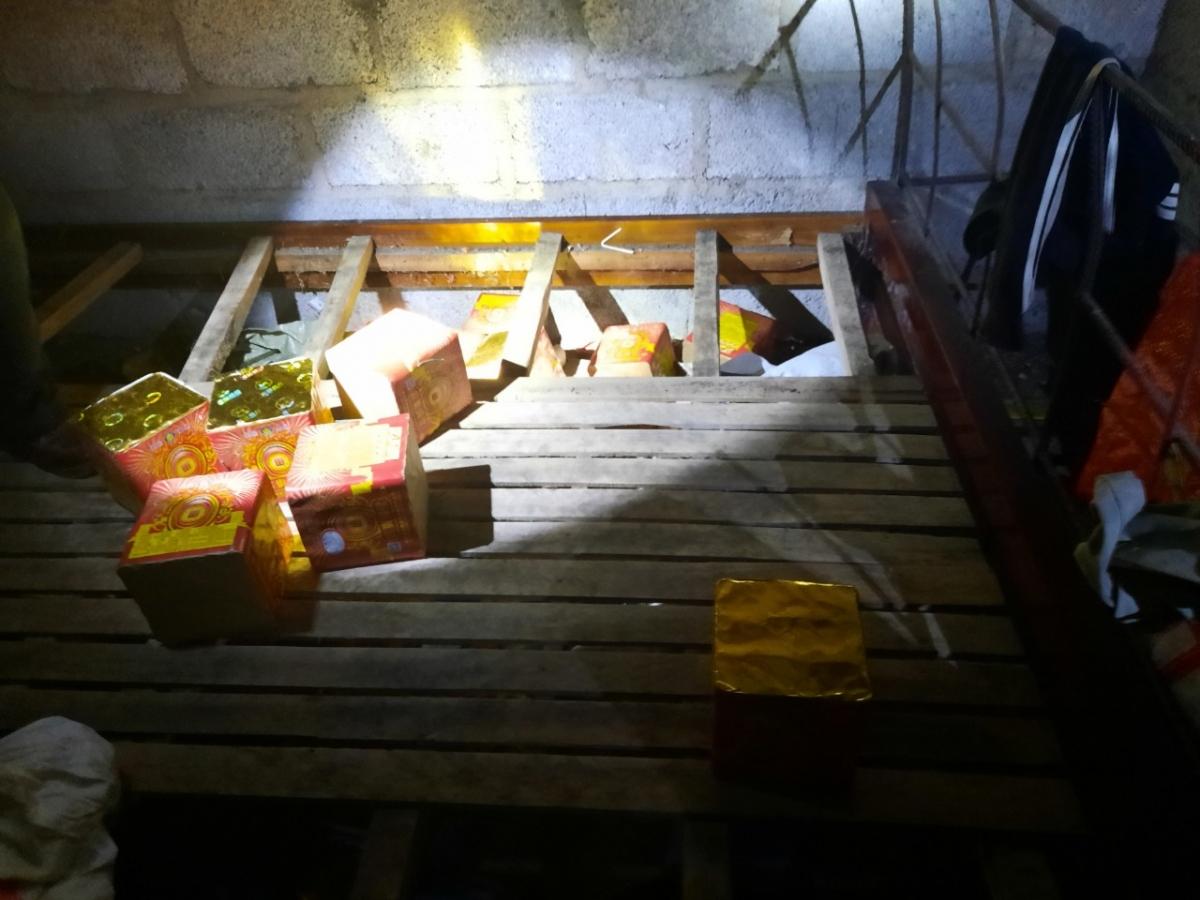 20kg pháo nổ được phát hiện dưới gầm giường nhà đối tượng Triệu Thị Hoạch.