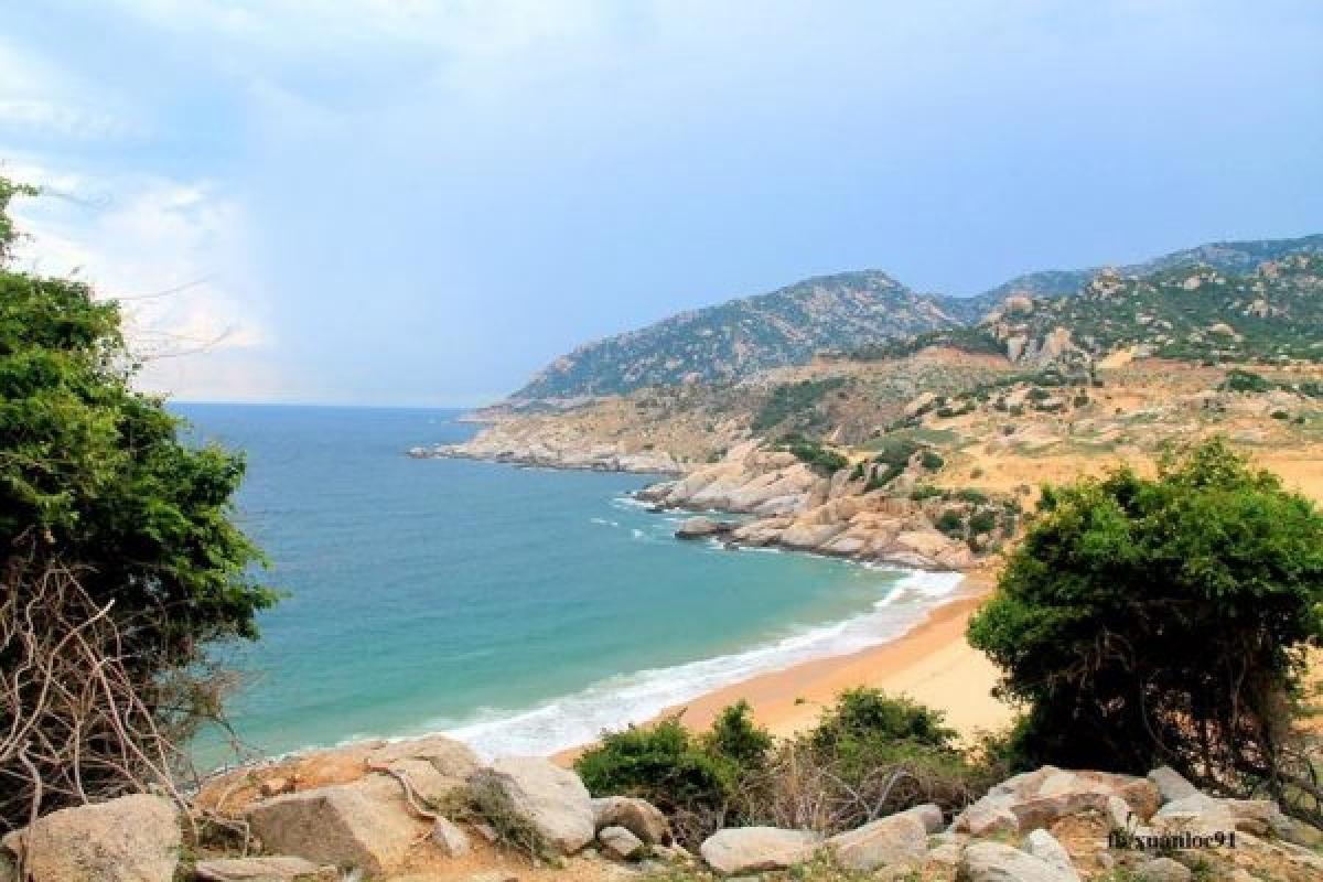 Vẻ đẹp tự nhiên hoang sơ, hùng vỹ của Mũi Dinh thu hút du khách tới Ninh Thuận.