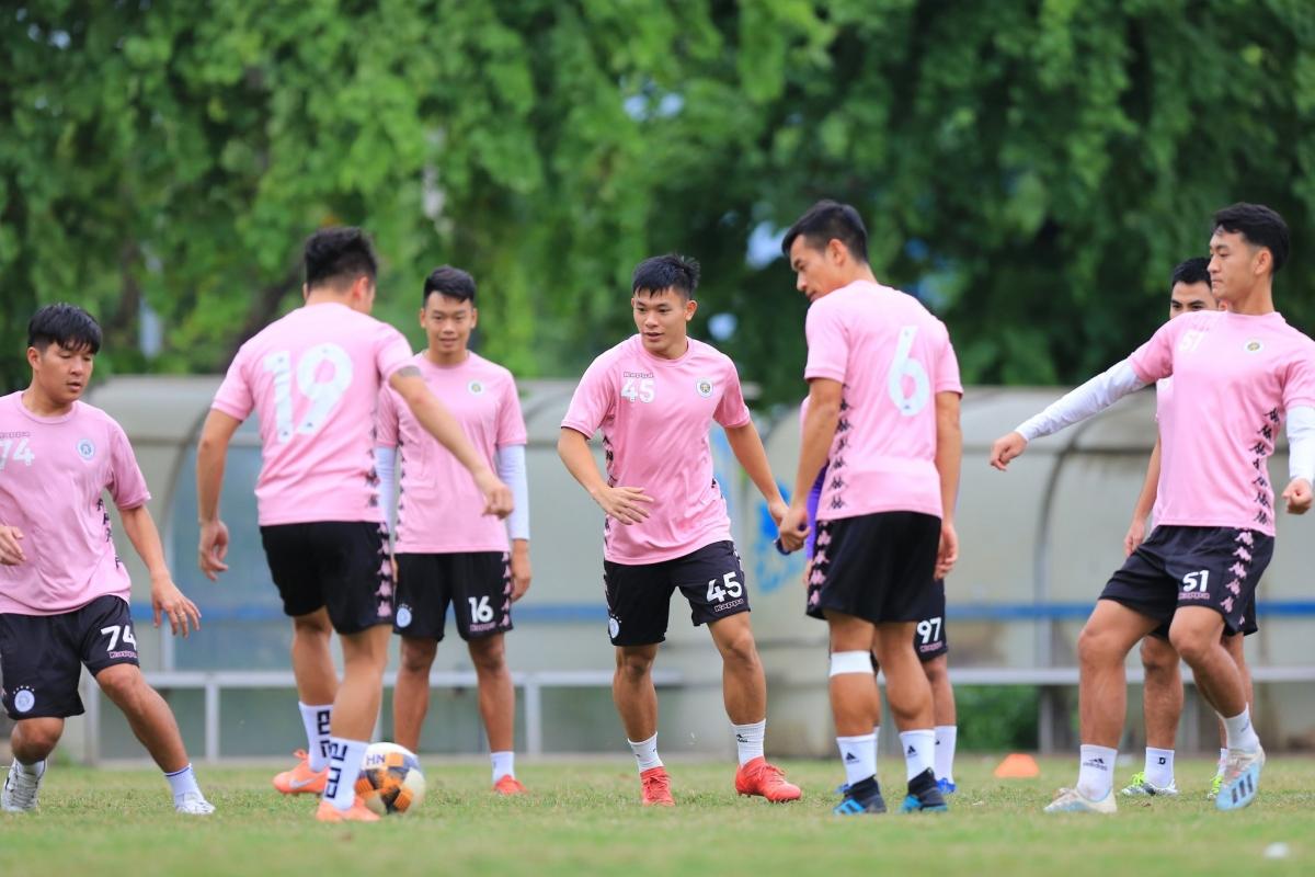 Hậu vệ phải: Lê Văn Xuân