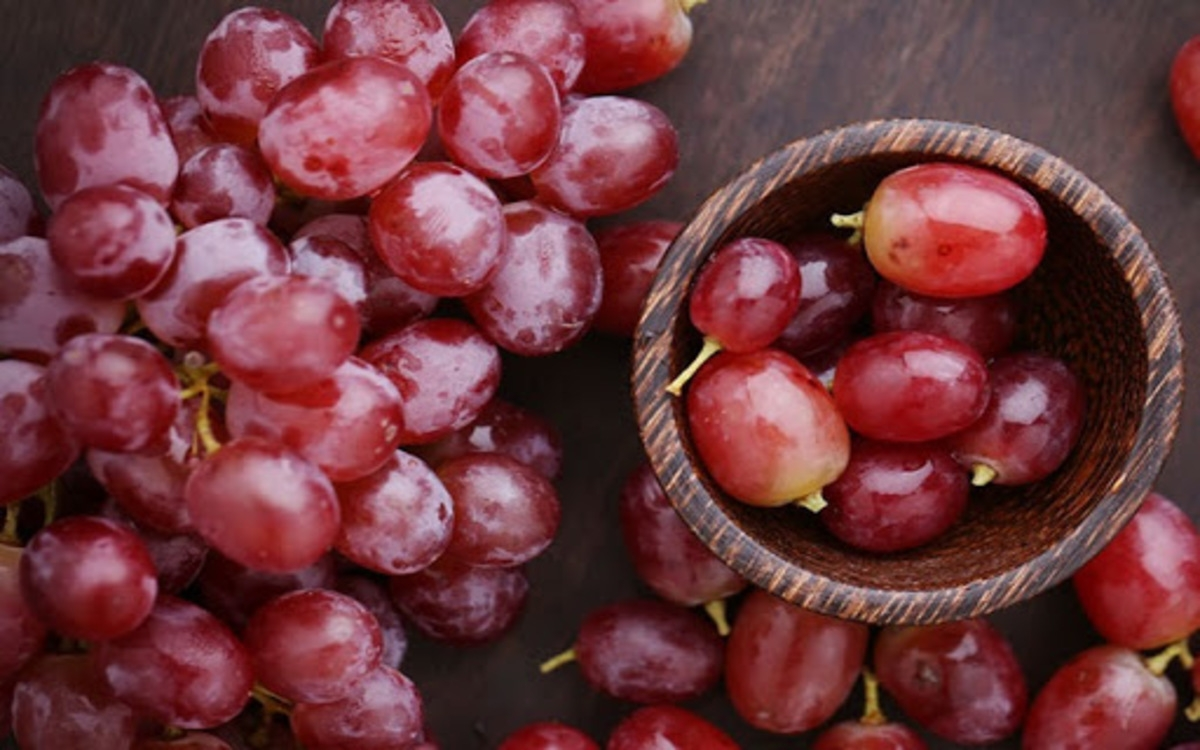 Nho: Hạt nho rất giàu chất miễn dịch, chống lão hóa OPC giúp da trắng sáng, căng mịn và hồng hào.