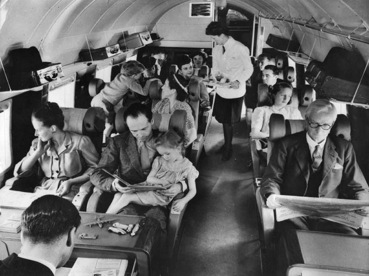 Những năm 1960, các chuyến bay đã bắt đầu bình dân hơn, hành khách bớt diện đồ