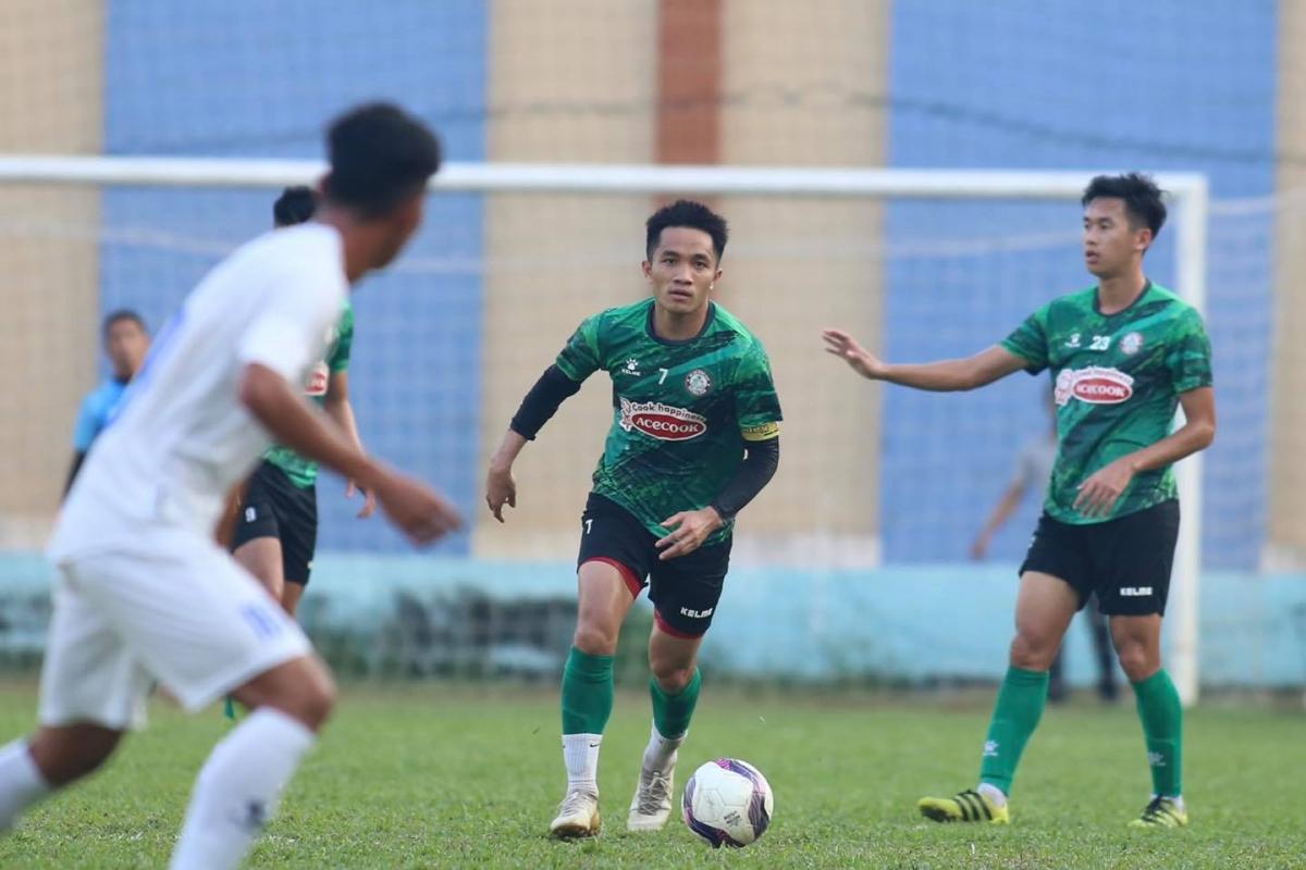 Hậu vệ trái: Sầm Ngọc Đức - Tuyển thủ ĐT Việt Nam dưới thời HLV Nguyễn Hữu Thắng và HLV Park Hang Seo