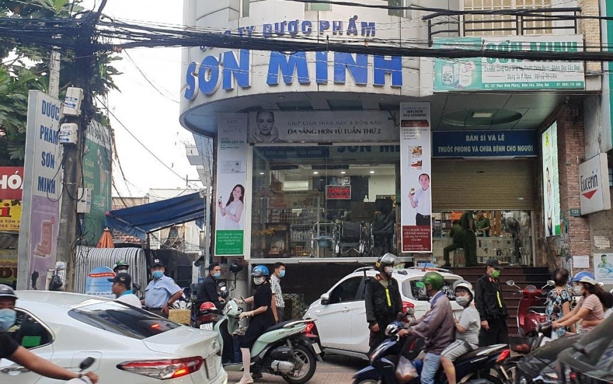 Công an khám xét hiệu thuốc tây Sơn Minh tại TP.Biên Hòa (Đồng Nai)