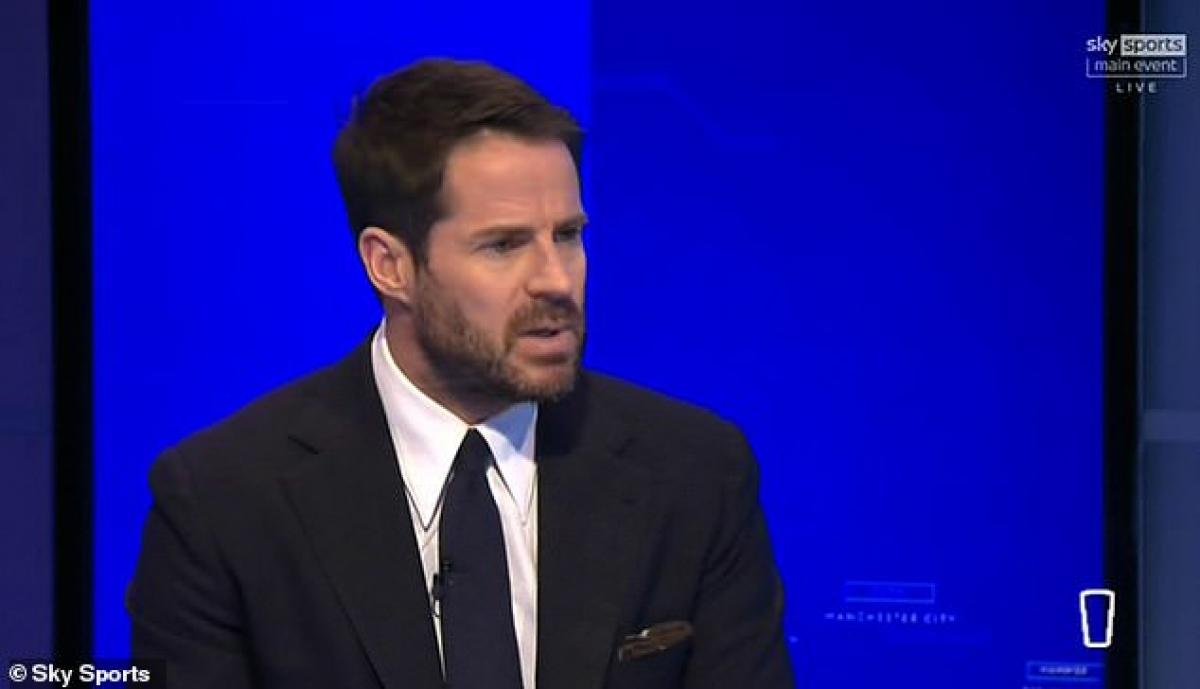 """Cựu danh thủ Liverpool, Jamie Redknapp bình luận trên sóng truyền hình: """"Với tôi đó là pha vào bóng thô bạo, Luke Shaw rất may mắn khi thoát thẻ đỏ. Robbie Brady cũng vậy, khi phạm lỗi ở vị trí có thể dẫn tới bàn thắng""""."""