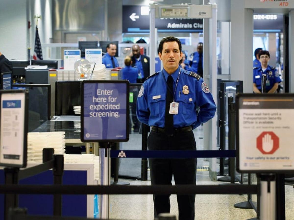 Bước sang thiên niên kỷ mới, sự kiện khủng bố ngày 11/9/2001 tại Mỹ đã thay đổi đáng kể ngành hàng không. Trước thảm họa này, hành khách vẫn có thể vượt qua kiểm tra an ninh với chất lỏng, dao bỏ túi, áo khoác dày. Sau sự kiện 11/9, an ninh sân bay và trên máy bay được siết chặt hơn, các cửa buồng lái được gia cố và khóa lại. Chỉ có du khách được phép qua cửa lên máy bay.