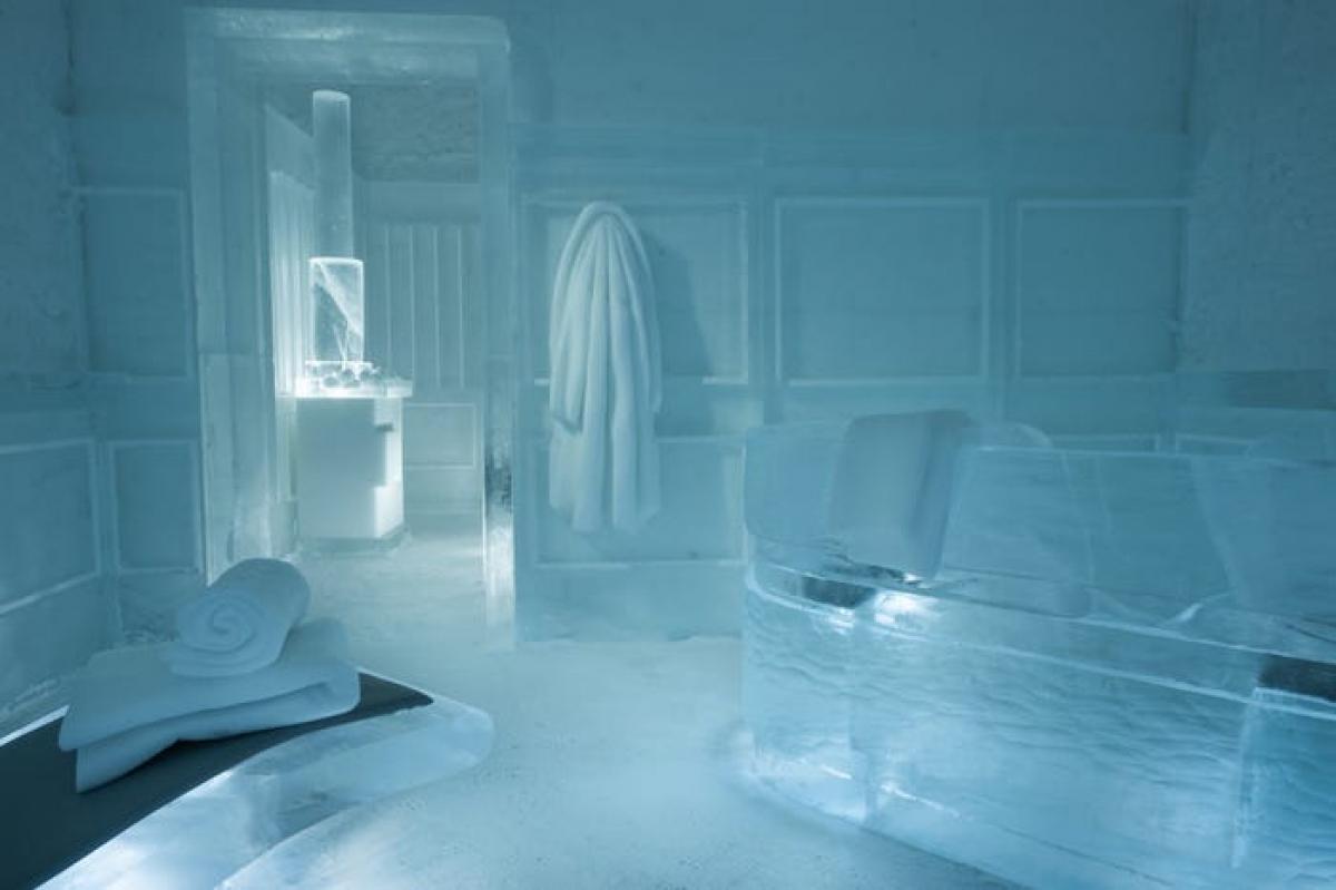 """Khách sạn có một phòng xông hơi """"lạnh nhất thế giới"""", với bồn tắm bằng tuyết, áo khoác và khăn tắm đều bằng tuyết. Đây dường như là một không gian nghệ thuật sắp đặt hơn là trải nghiệm xông hơi thực sự. Các phòng xông hơi ấm áp nằm trong khu ấm của khách sạn."""