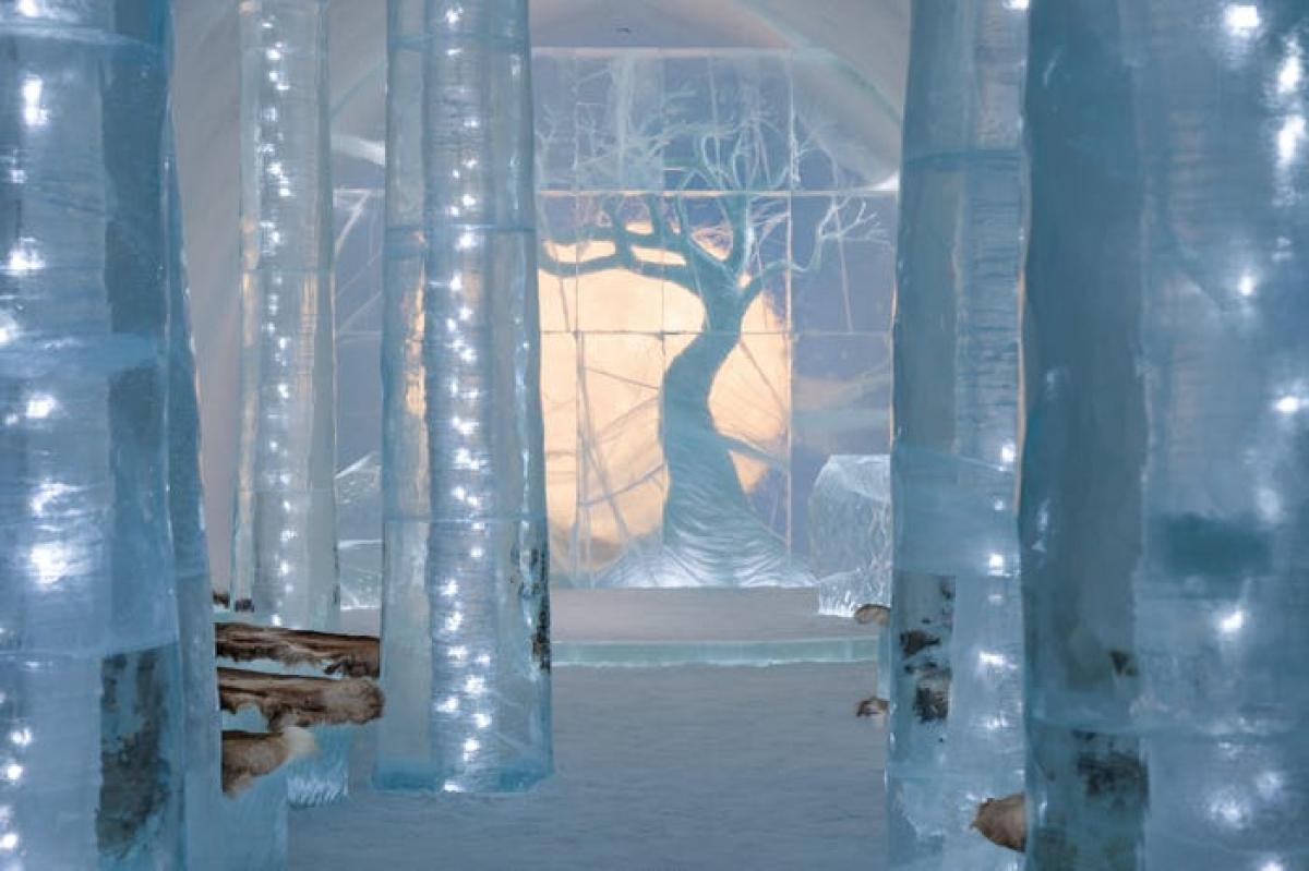 Hàng năm, khách sạn mời các nghệ sĩ tới để sáng tạo các sản phẩm nghệ thuật. Năm nay, một khu rừng băng được xây dựng, lấy cảm hứng từ liệu pháp Shinrin-Yoku (tắm rừng) của người Nhật Bản. Không gian này được dùng làm điểm tham quan hoặc tổ chức sự kiện.
