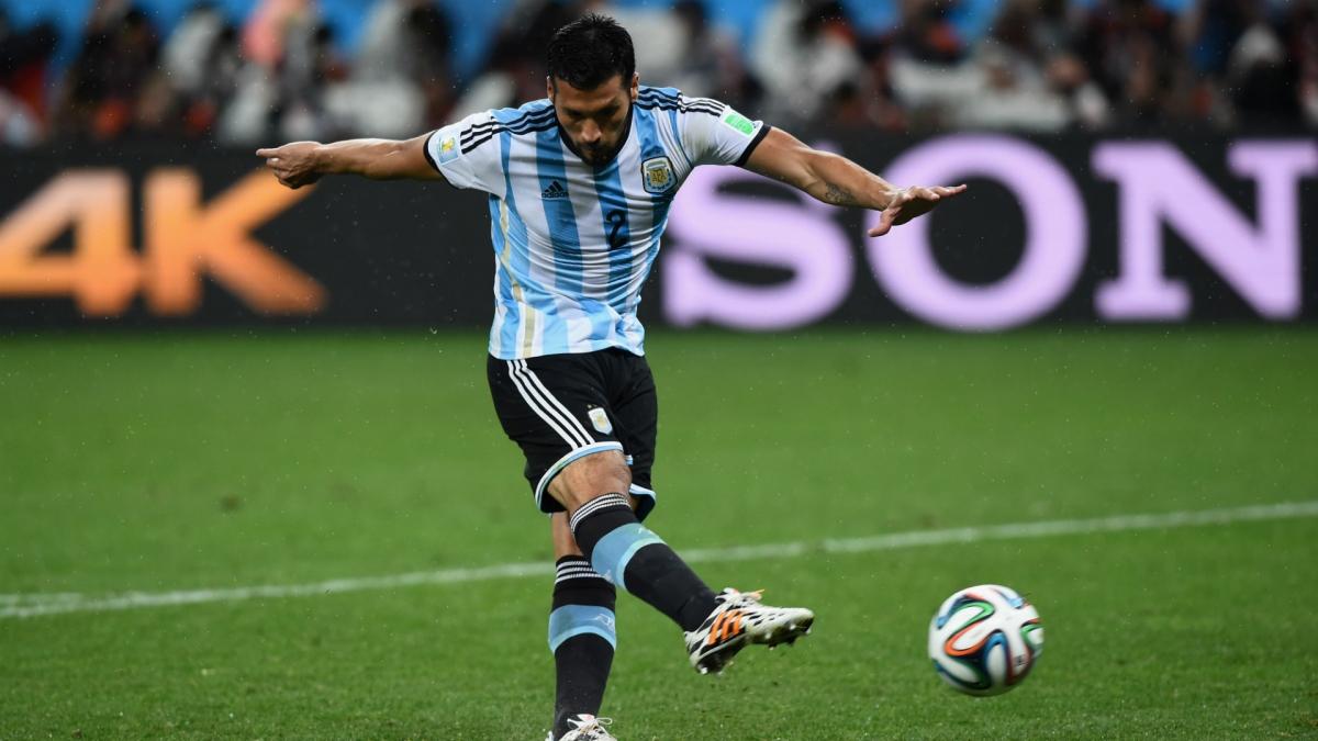 """Trung vệ 34 tuổi sở hữu thể hình lý tưởng và từng là """"hòn đá tảng"""" đưa ĐT Argentina vào chung kết World Cup 2014."""