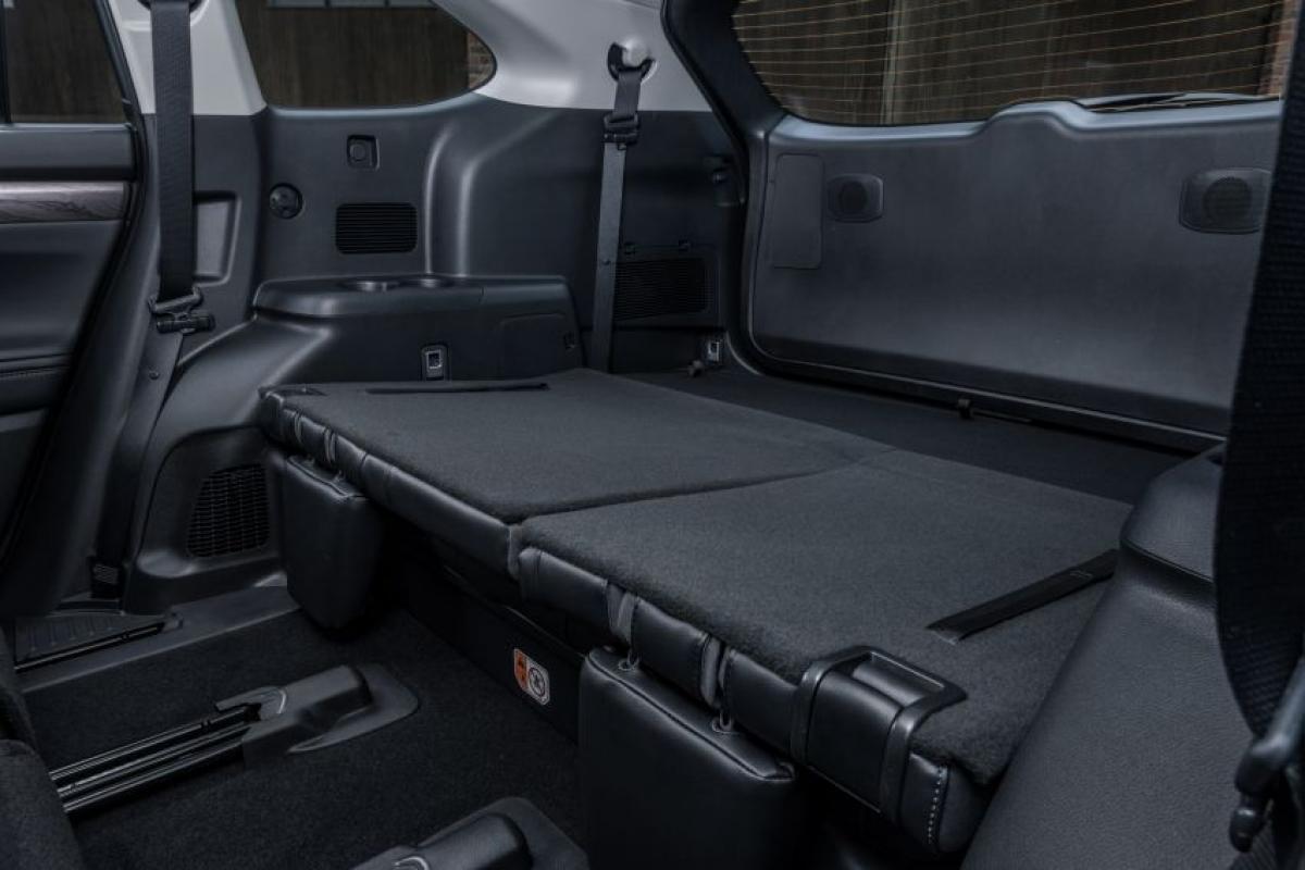 Đây là những thông số khá ấn tượng với một chiếc SUV có trọng lượng giới hạn từ 2.015 đến 2.130 kg với chiều dài 4.966 mm, độ rộng 1.930 mm, chiều cao 1.755 mm và chiều dài cơ sở 2.850 mm.