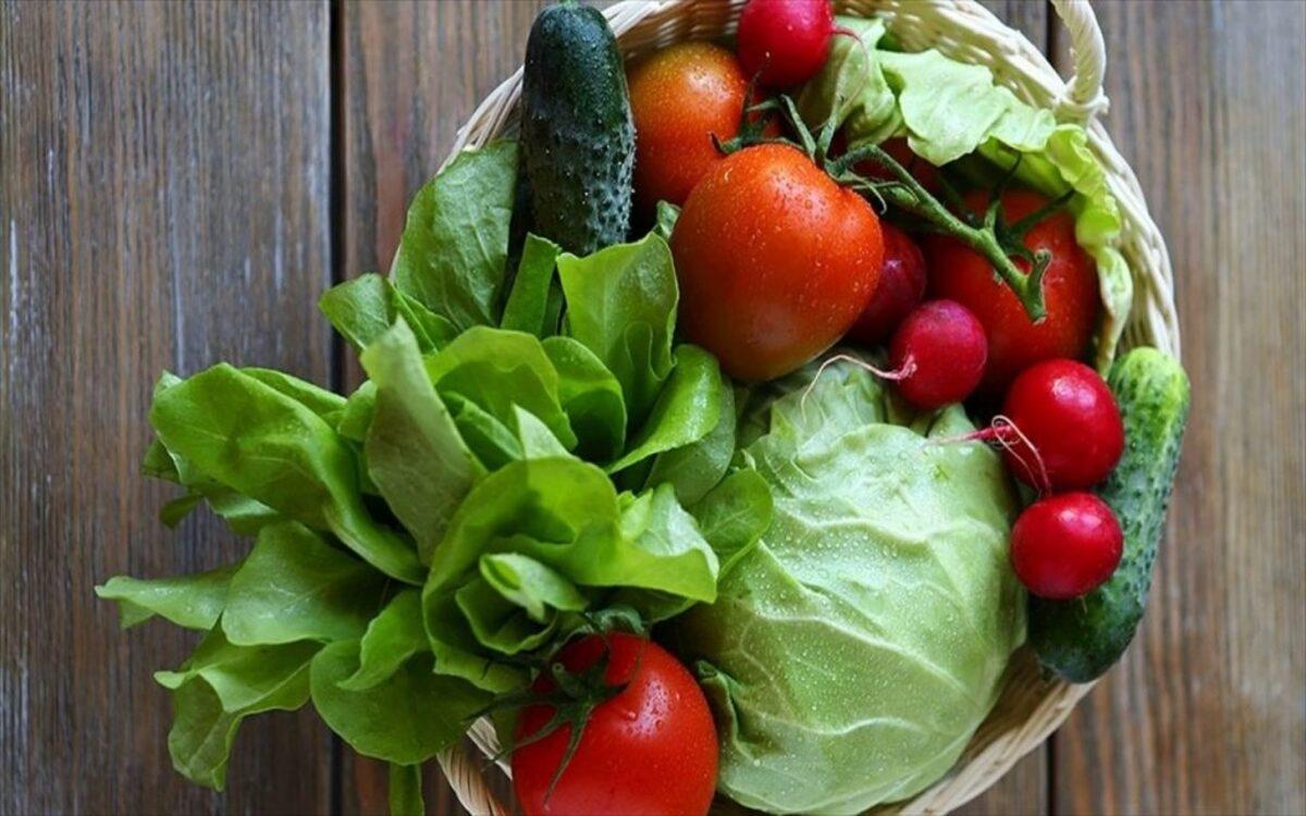 Rau xanh: Cải xoăn, bông cải xanh, củ cải, rau bina, củ dền ... là những thực phẩm giàu chất xơ và chứa các enzym giúp cải thiện tiêu hóa, giúp giải độc.
