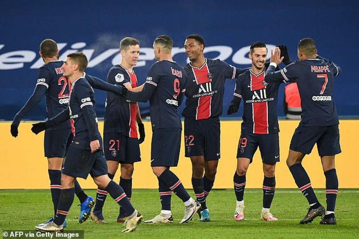 Niềm vui nhân đôi với PSG khi đối thủ trong cuộc đua vô địch là Lyon bị Rennes cầm hòa 2-2.
