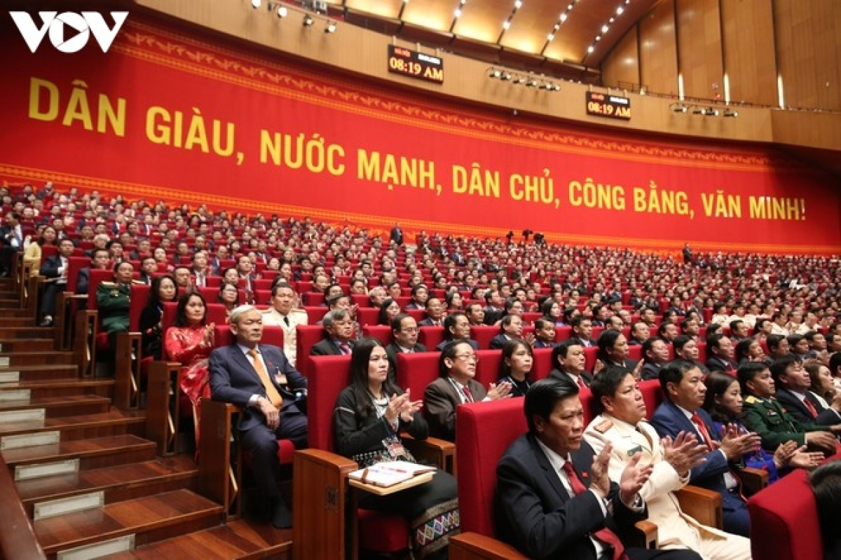 """Trong nhiệm kỳ Đại hội XII, Việt Nam được thế giới ghi nhận, coi là điểm sáng trong việc thực hiện thắng lợi """"mục tiêu kép"""" vừa khống chế, ngăn chặn đại dịch Covid-19 thành công; vừa phục hồi, phát triển kinh tế, bảo đảm đời sống và an toàn cho người dân."""