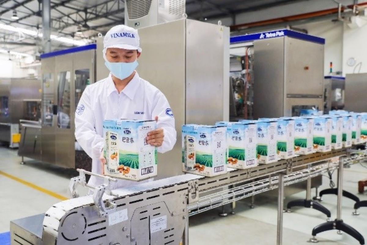 Mới đây, Vinamilk đã mở đầu năm 2021 với lô hàng lớn đầu năm xuất khẩu đi Trung Quốc gồm sữa hạt cao cấp và sữa đặc.