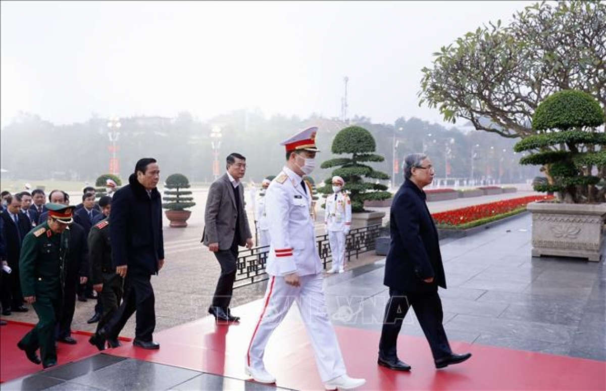 Politburo member and Permanent member of the Secretariat Tran Quoc Vuong leads a delegation as they lay a wreath at the Ho Chi Minh Mausoleum.