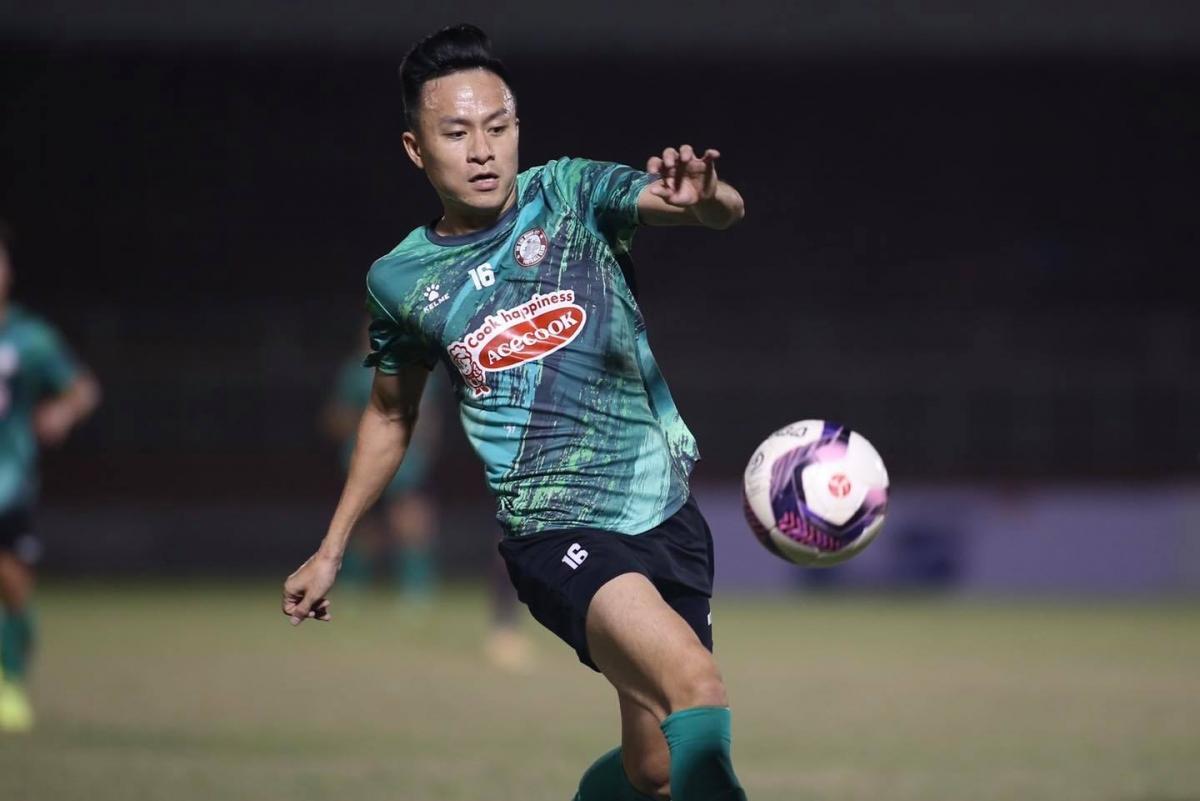 Tiền vệ trái: Võ Huy Toàn - Tuyển thủ ĐT Việt Nam dưới thời HLV Toshiya Miura và HLV Park Hang Seo