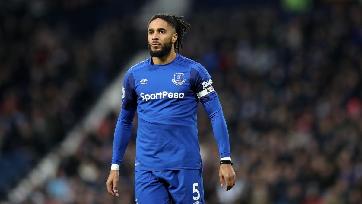 Trung vệ 36 tuổi là cái tên quen thuộc tại Premier League với phong cách thi đấu máu lửa trong màu áo Swansea và Everton.